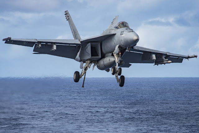 SUPER HORNET CRASHES DURING APPROACH TO USS CARL VINSON