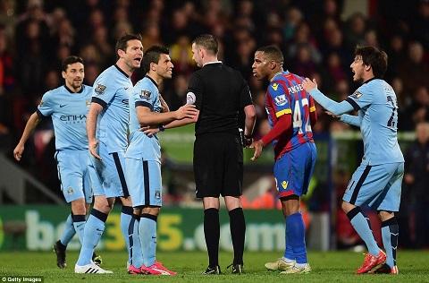 Palace bất ngờ dẫn trước Man City 2-0 ở hiệp 1