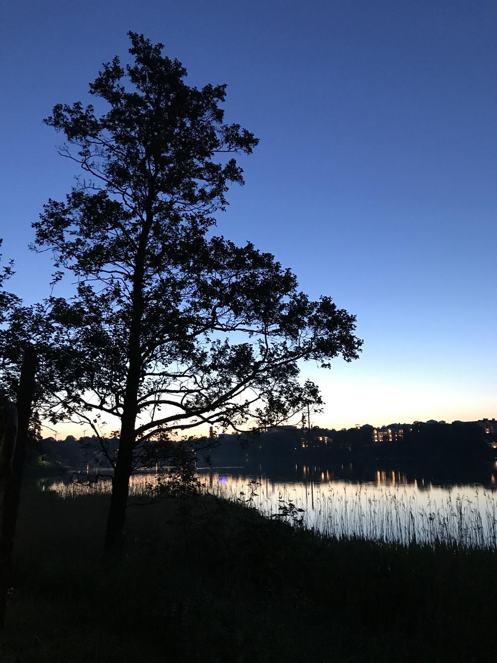 Kaupunkipyörällä auringonlaskusta auringonnousuun 21
