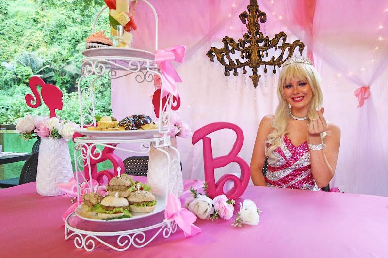 Minum Petang Bersama Barbie