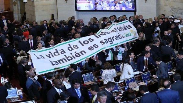 Denuncian en España asesinatos de líderes sociales de Colombia