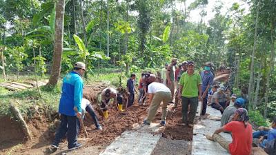 TNI POLRI Dan Satpol PP Bersama Warga Nyengkuyung Jadi Satu Sukseskan Program TMMD Kodim 0706 Temanggung
