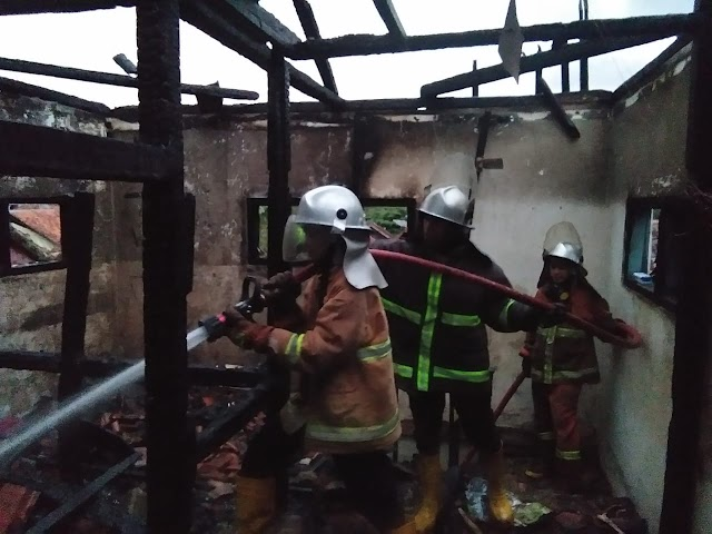 HP Meledak Saat Dicharg, Rumah Lantai 2 Tempat Pengajian Kebakaran