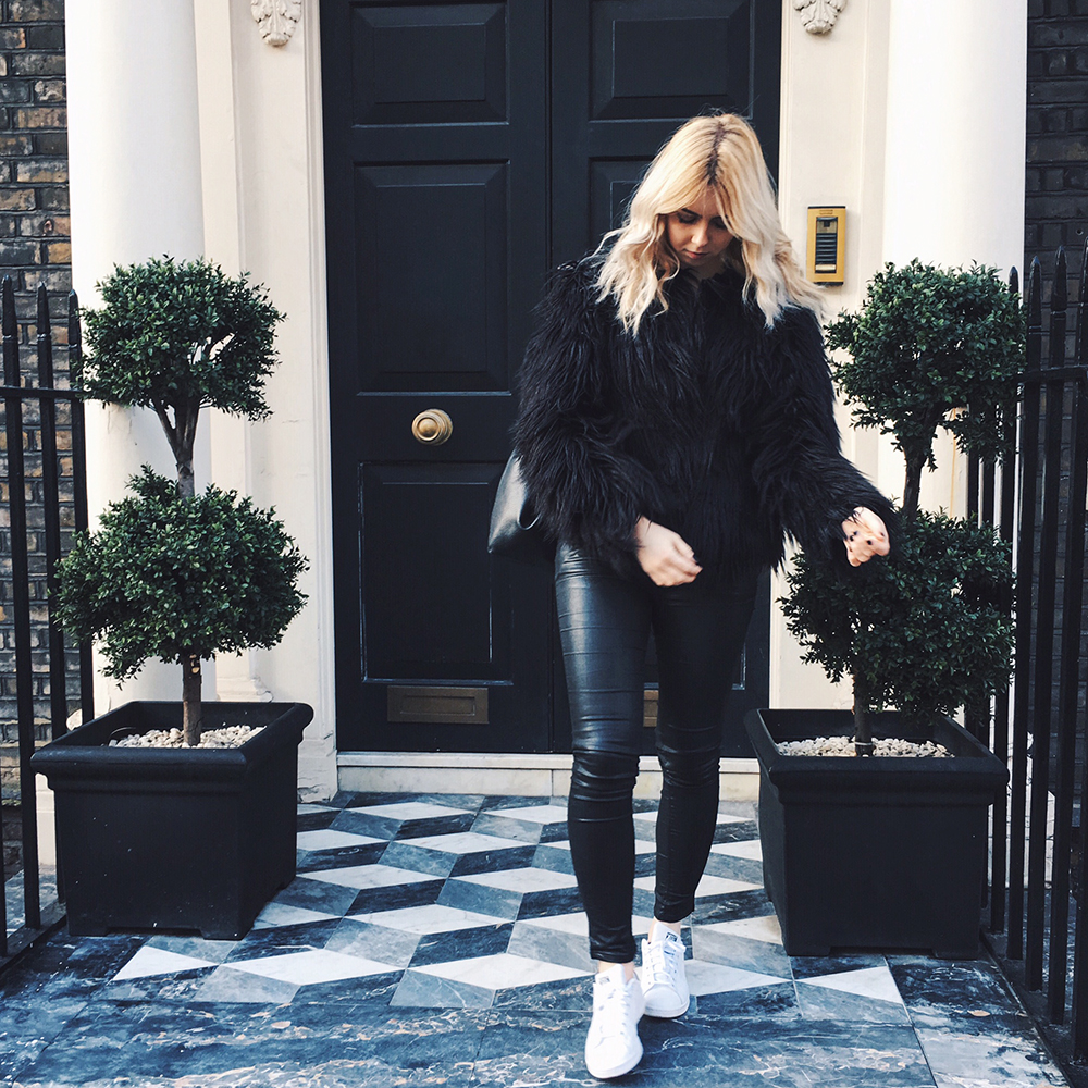 Adidas Stan Smith white black trainers outfit, Missguided fur coat, Zara backpack