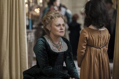 Muriel Robin en Madame Fichini dans Les Malheurs de Sophie