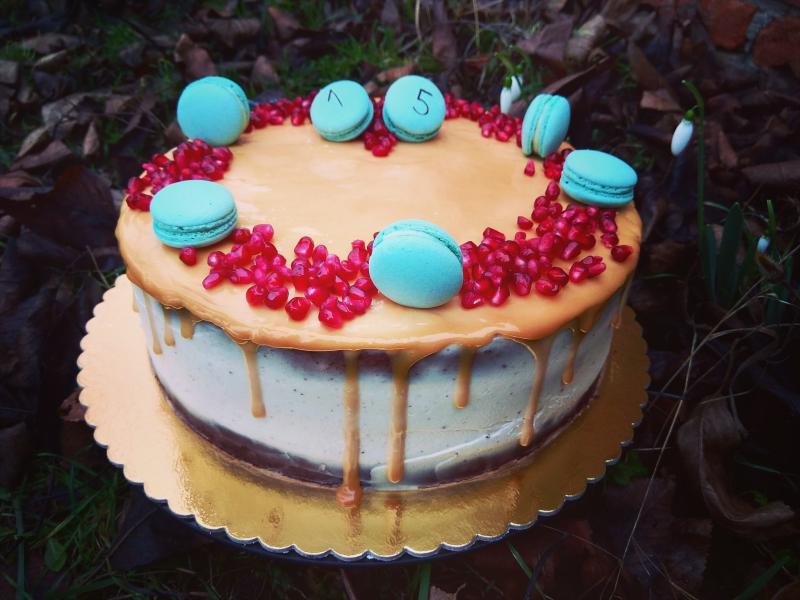 Cokoladovy dort s karamelovou polevou