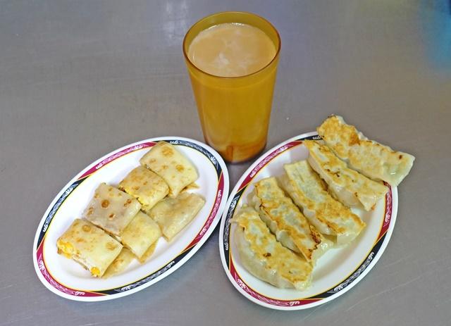 葷素早餐(素水煎包)~花連素食早餐