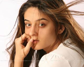 Mahi Vij Face Picture