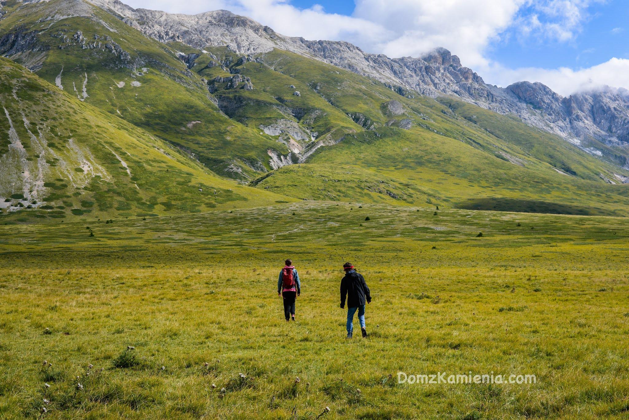 Abruzzo, Campo Imperatore Dom z Kamienia blog