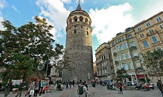توقف أعمال ترميم برج غلطة في اسطنبول بسبب الطيور