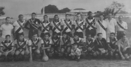 Tira (Júlio César), Pelé, Edmundo, Severino, Felizardo, Glauco, Ademir Moreira, Rômulo, Ruiter, Almiro (Lito) e Albino