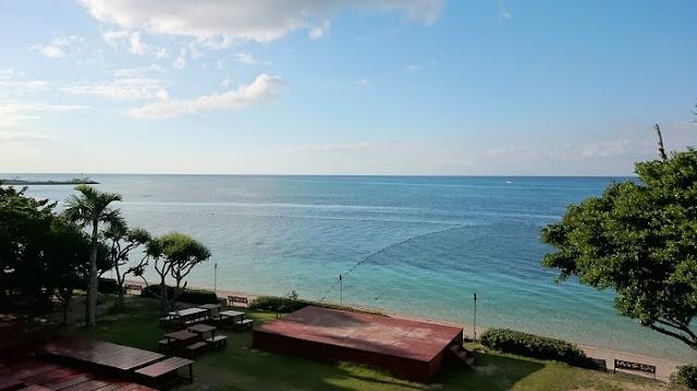 リザンシーパークホテル谷茶ベイの前の海の写真