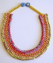 http://chabepatterns.com/free-patterns-patrones-gratis/jewelry-joyeria/necklace-in-a-chain-2-collar-en-una-cadena-2/
