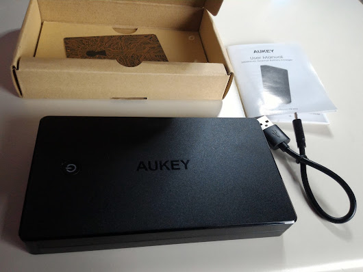 Powebank Aukey 20000 mAh ingressi USB e Lightning