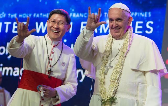 El Papa Francisco dice I Love You (ILY) en lengua de signos americana (ASL)