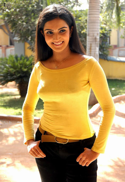 Sexy and soft Actress Honey Rose