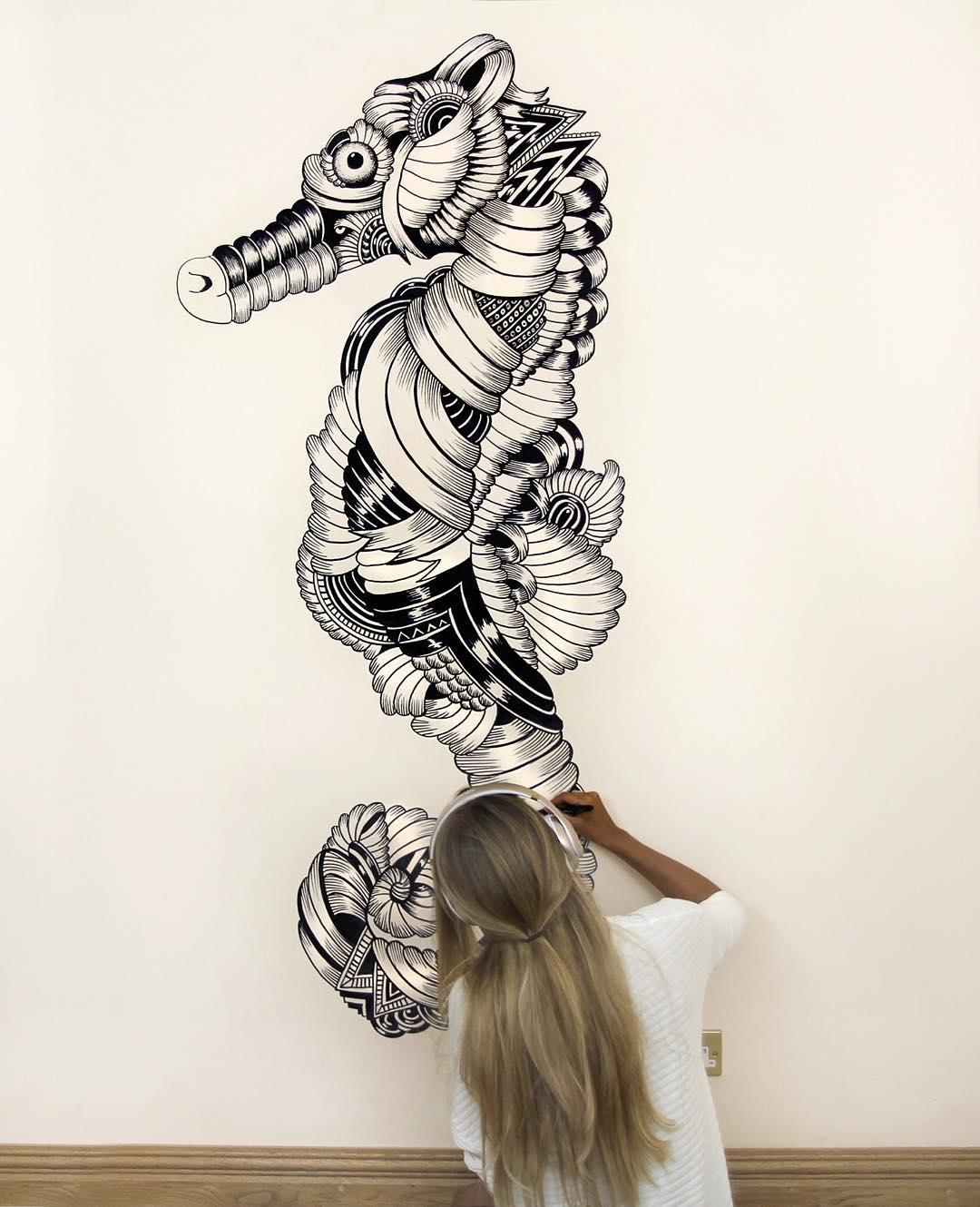 18-Seahorse-Faye-Halliday-Haathi-Detailed-Drawings-Representing-Complex-Animal-www-designstack-co