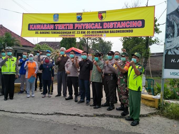 Forkopimka Balongbendo Bersama Warga Wujudkan Desa Physical Distancing