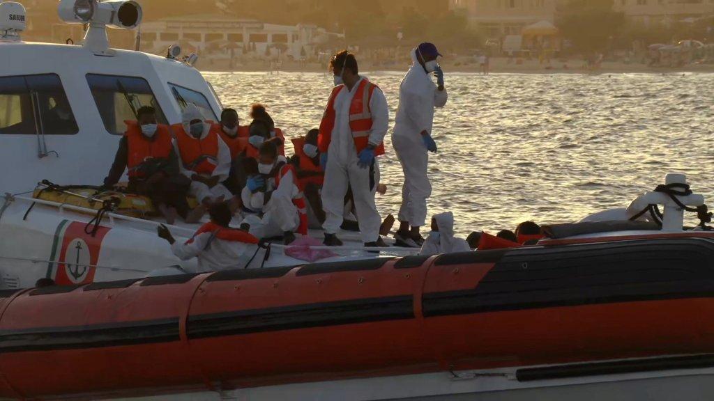 Lampedusa : plus de 900 migrants débarquent en un week-end