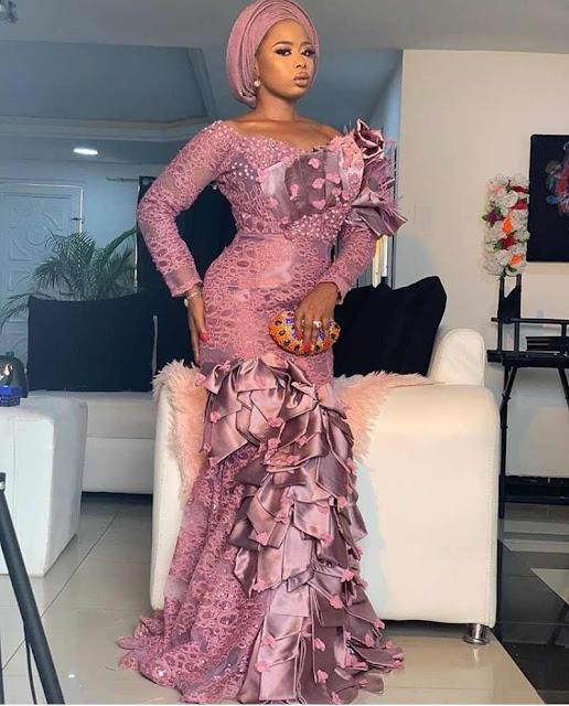 Latest Asoebi Lace styles