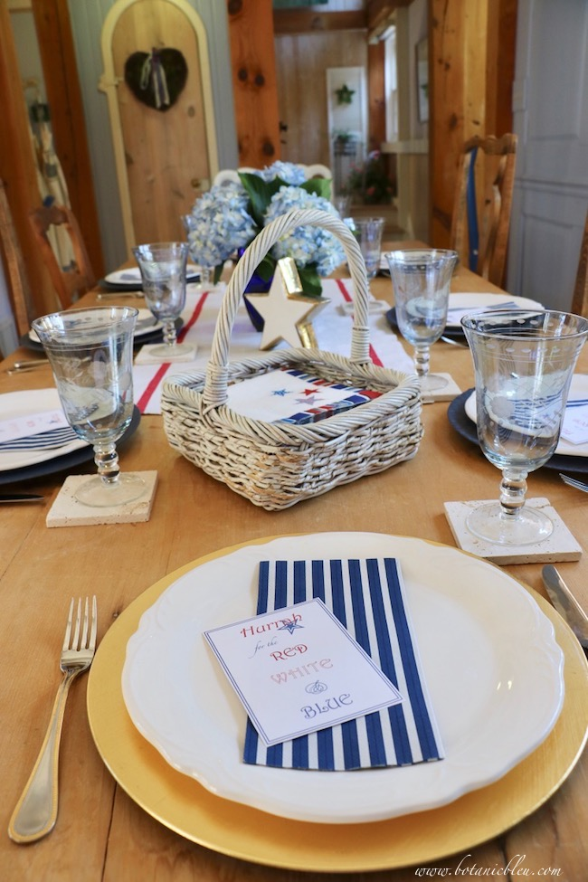 set a patriotic stars and stripes place setting on gold chargers