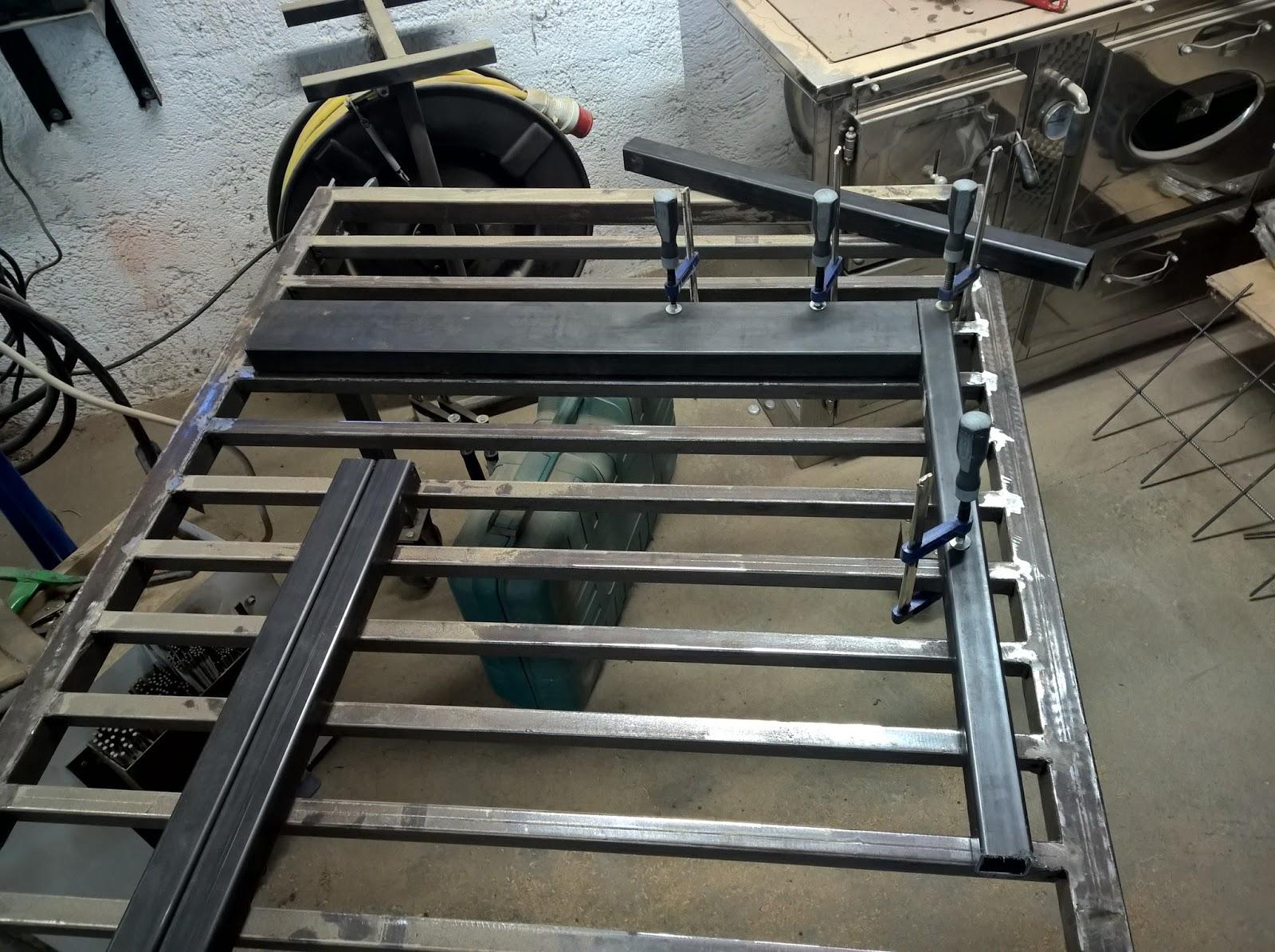 holz und metall ein heimwerkerblog terrassentisch selber bauen tischrahmen. Black Bedroom Furniture Sets. Home Design Ideas