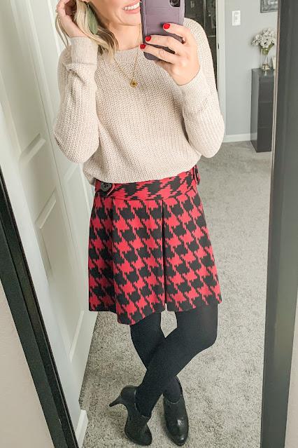 Red hounstooth skirt #skirtoutfit