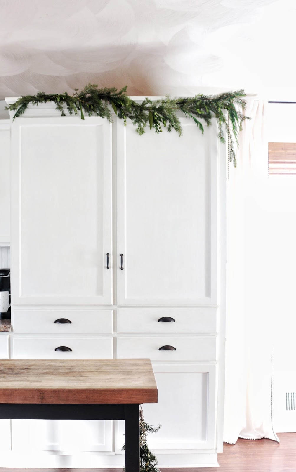 Holiday Home Tour 2017, Christmas Kitchen | Fwmadebycarli.com