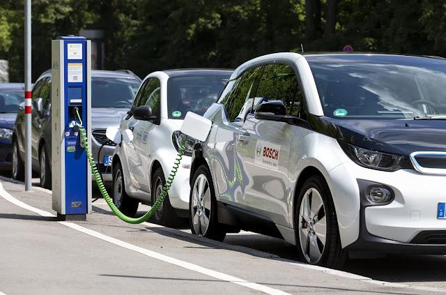 Bosch aumenta o tempo de vida das baterias dos carros elétricos