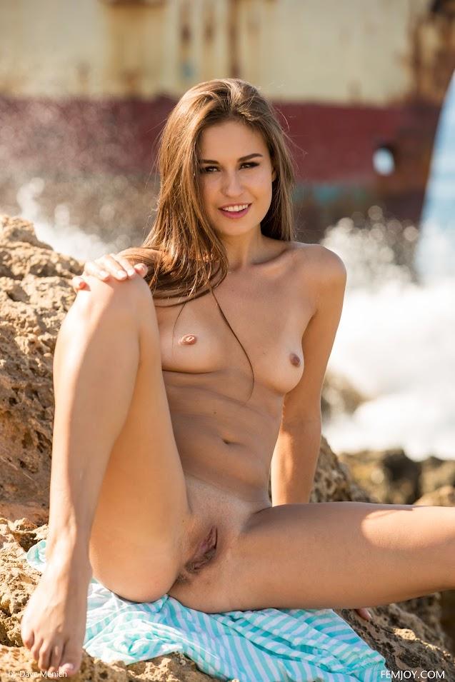 [FemJoy] Edessa G - Stranded sexy girls image jav