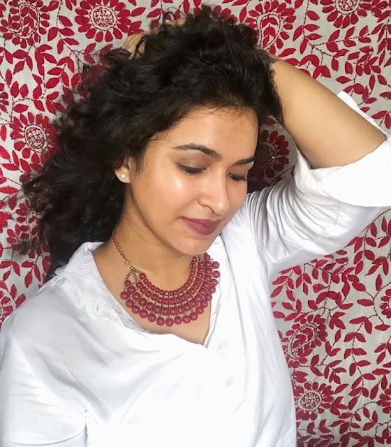 Indian Actress Meesha Ghoshal Photos