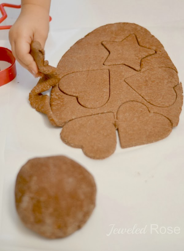 1 Minute CINNAMON ORNAMENT RECIPE- only 3 ingredients & NO COOKING! Smells Awesome! #ornamentsdiy #christmasornaments #christmasornamentsdiy #ornamentclayrecipe #cinnamonornaments #cinnamonornamentrecipe #cinnamonornamentsnobake #ornamentclay #ornamentcraftsforkids