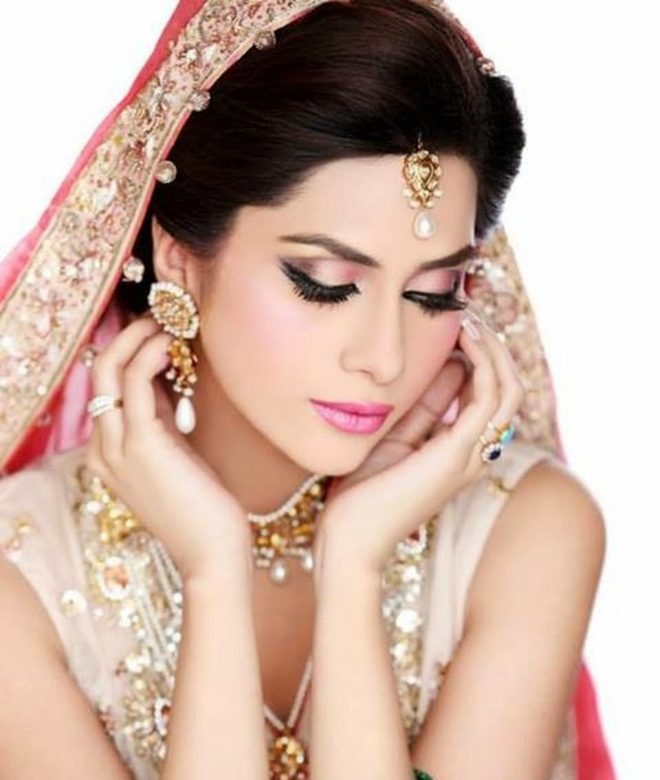 BEAUTY & STYLE- WITH FASHION: Pink Lips Bridal Makeup