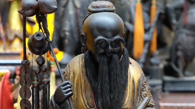 วัดเสียไห่เฉิงหวง (Taipei Xia Hai City God Temple: 大稻埕霞海城隍廟) @ www.edition.cnn.com