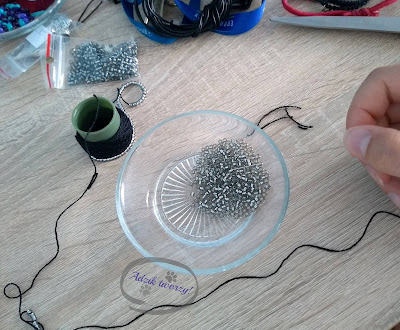 Adzik tworzy - DIY bransoletka szydełkowo-koralikowa wilk