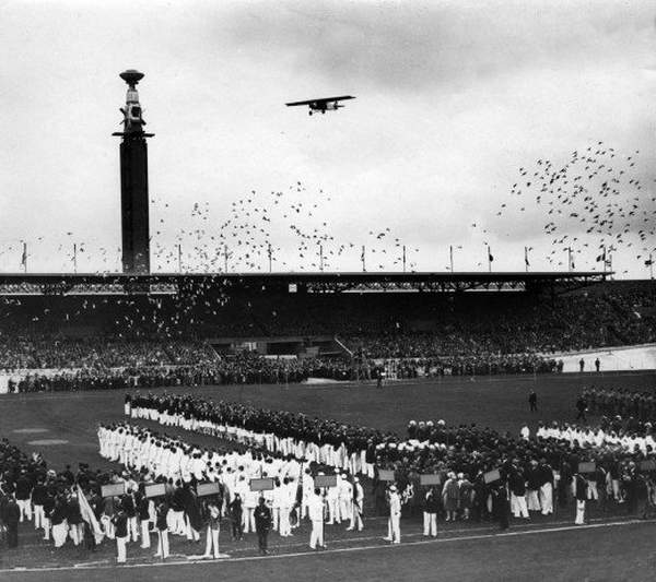 Olympic_Games_opening_ceremony_back_in_1928-0014.jpg