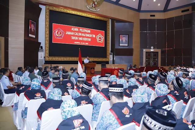 Aspers Panglima TNI Melepas Keberangkatan 294 Jamaah Calon Haji