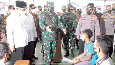 pelaksanaan vaksinasi di padepokan ASAD Pondok Pesantren Minhaajurrosyidiin Jakarta Timur
