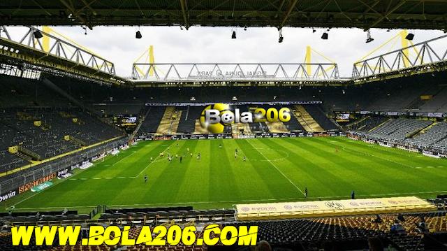 Borussia Dortmund Pesta Atas Kemenangannya