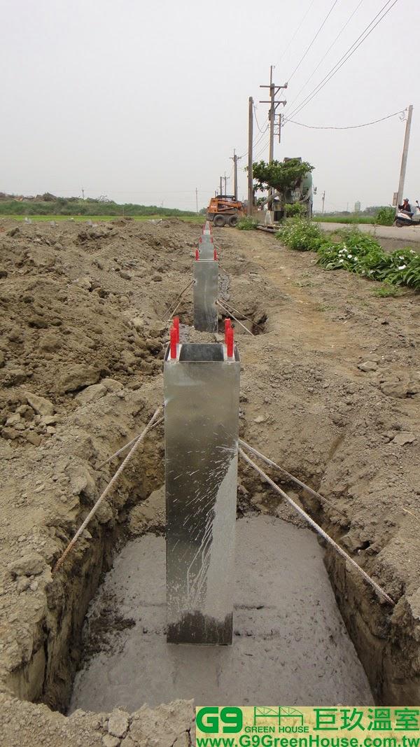 2.圓鋸鋼骨加強型溫室,結構基礎桶完成第一次3000磅混泥土灌漿外觀