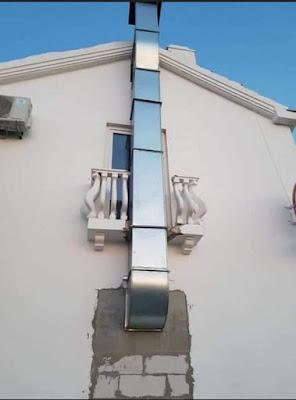 Chimenea exterior, balcón roto