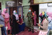 Cegah Covid 19, Babinsa Komsos Dengan Ibu-Ibu PKK.