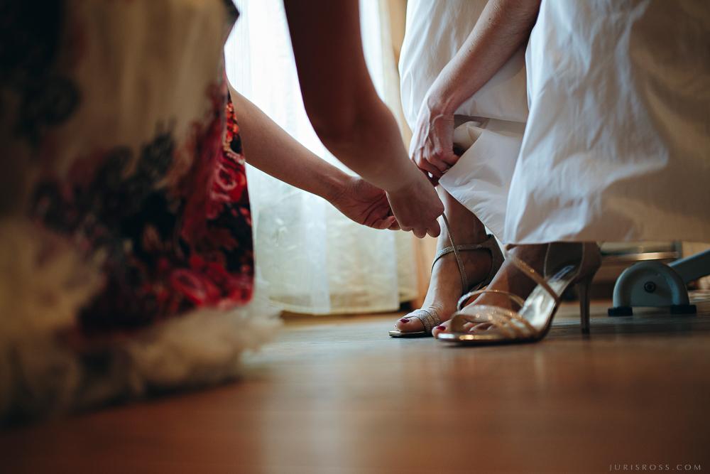 kāzu kurpes rīts pedikīrs