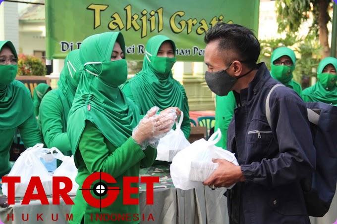 Berburu Berkah Ramadhan, Persit Kodim Pati Berbagi 100 Nasi Kotak dan Masker