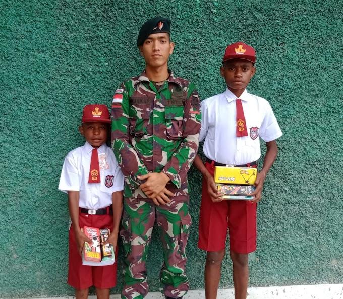 Putus Sekolah, Dua Anak Papua Dibantu Satgas Yonif R 300