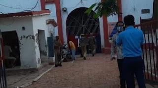 जौनपुर : जिला जेल में कैदी की मौत के बाद फूटा गुस्सा, बंदियों ने जमकर बवाल काटा