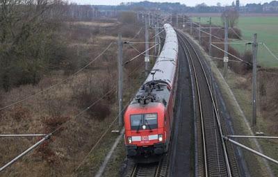 قطار,يدهس,طفلة,تبلغ,من,العمر,14,سنة