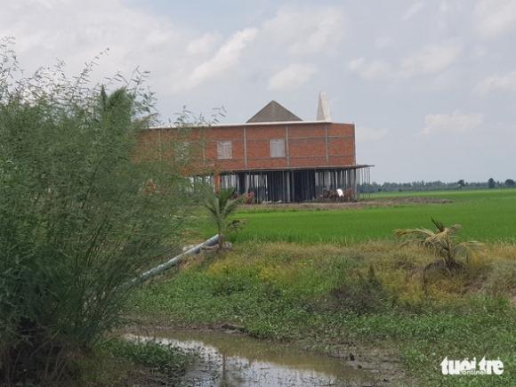 Biệt thự hoành tráng đang xây trên đất nông nghiệp, ai cũng thấy nhưng xã làm ngơ
