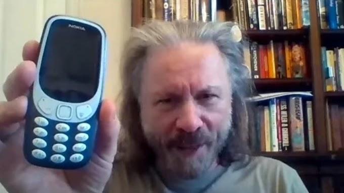 "Bruce Dickinson se compra su primer smartphone ""Mi vida va a dar asco a partir de ahora"""