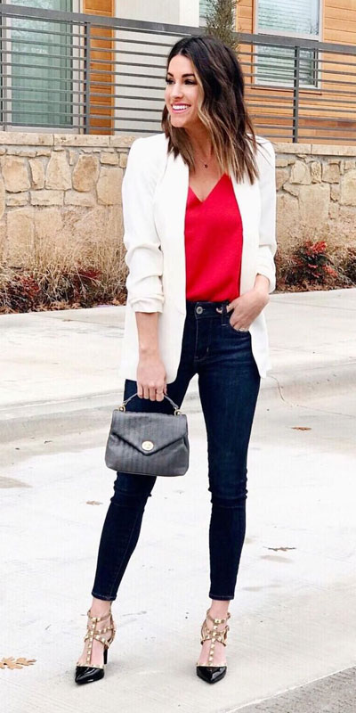 No matter what kind of date night you have planned for Valentine's Day. Here are 29 Romantic Valentines Day Outfits to Wow Your Date. Women's style + Fashion via higiggle.com | white blazer & jeans outfits | #valentine #jeans #romance #blazer